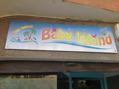 "Insegna ""Baby Island"""